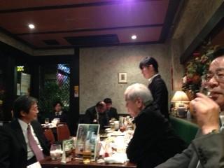 新入社員の菅野さん、ドキドキしながら立派にあいさつできました。